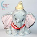 Nagy Dumbo elefánt plüss (30 cm) szemből, piros kendővel