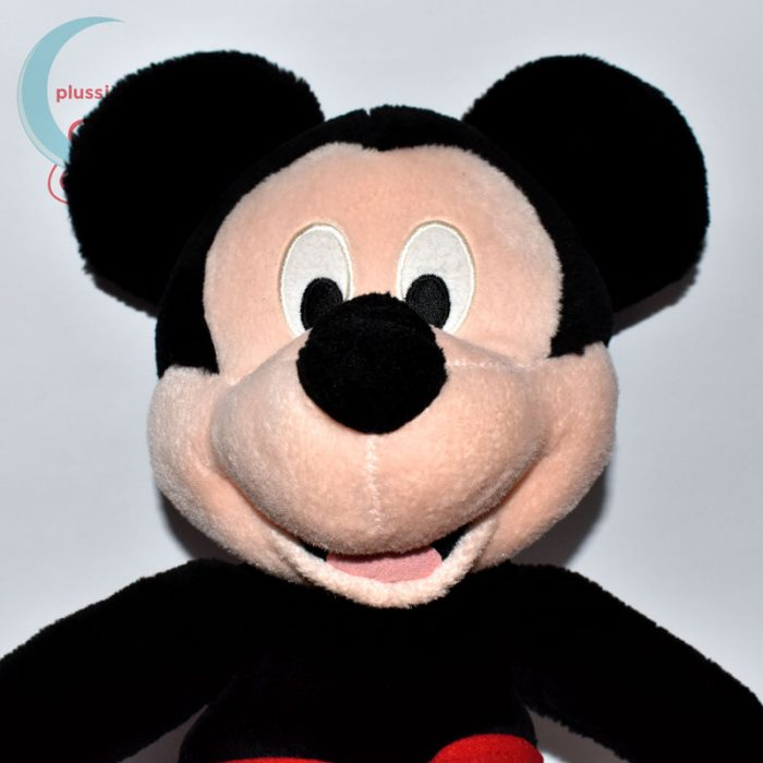 Óriási Mickey (Miki) egér plüss figura közelről
