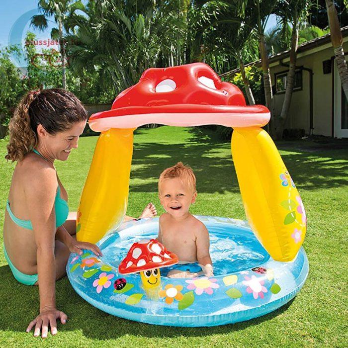 INTEX Gomba kupolás bébi medence (102 x 89 cm), játék közben