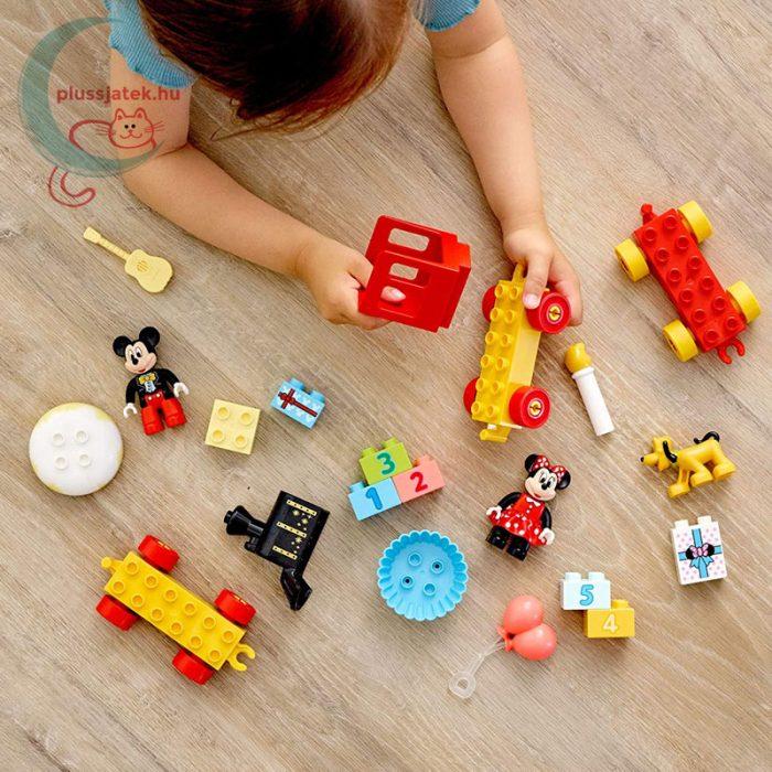 LEGO Duplo - Mickey és Minnie születésnapi vonata (10941), játék közben
