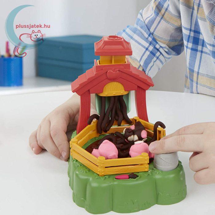 Play-Doh: Pigsley és a dagonyázó malacok gyurma készlet, a játék