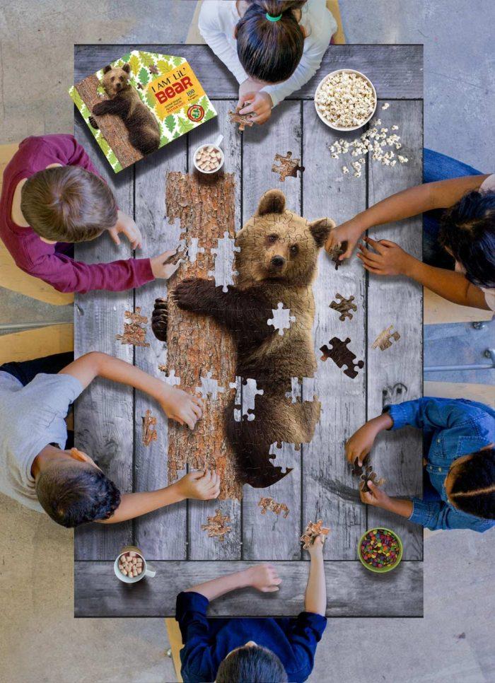 Wow poszter méretű forma puzzle - Medve, 100 db, játék közben