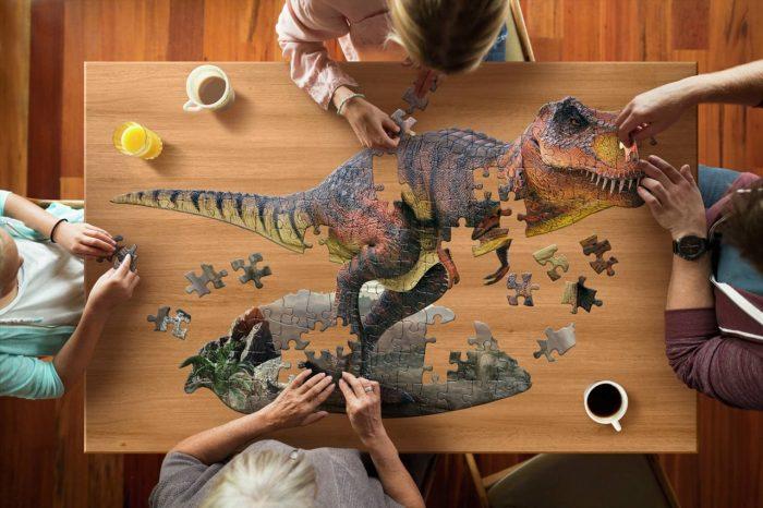 Wow poszter méretű forma puzzle - T-Rex, 100 db, játék közben