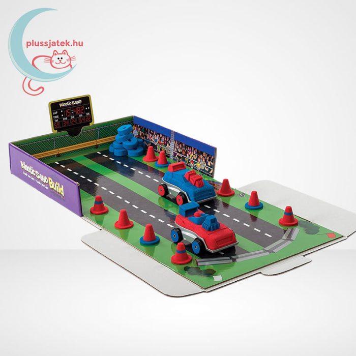 Kinetikus homok: autóverseny szett (Kinetic Sand Build: Crash em Cars), autók a pályán