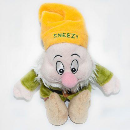 Sneezy (Hapci) plüss törp felülről fényképezve