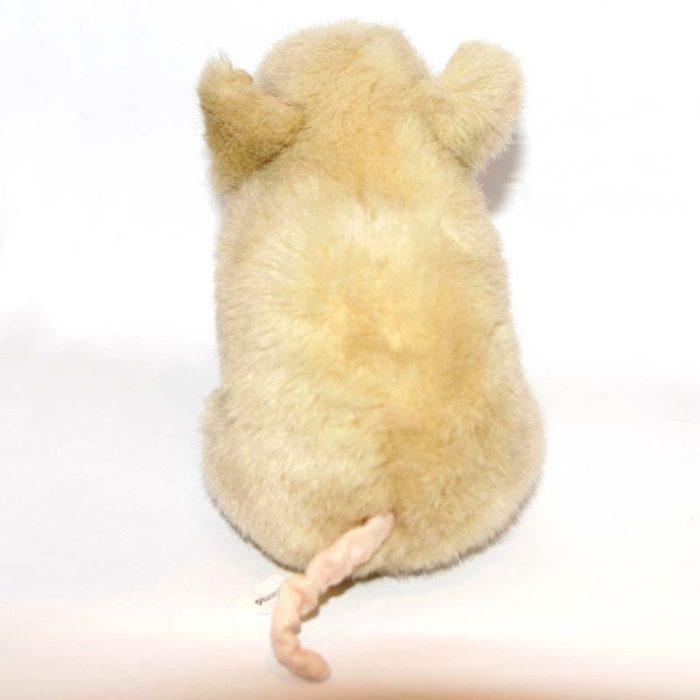 Bézs színű kurtafarkú kis malac plüss hátulról