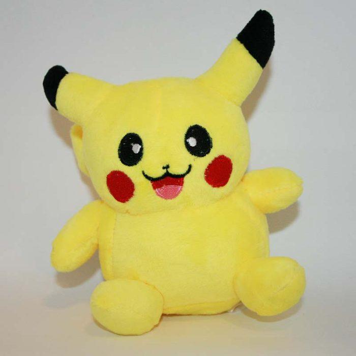 Pikachu pokémon plüss szemből